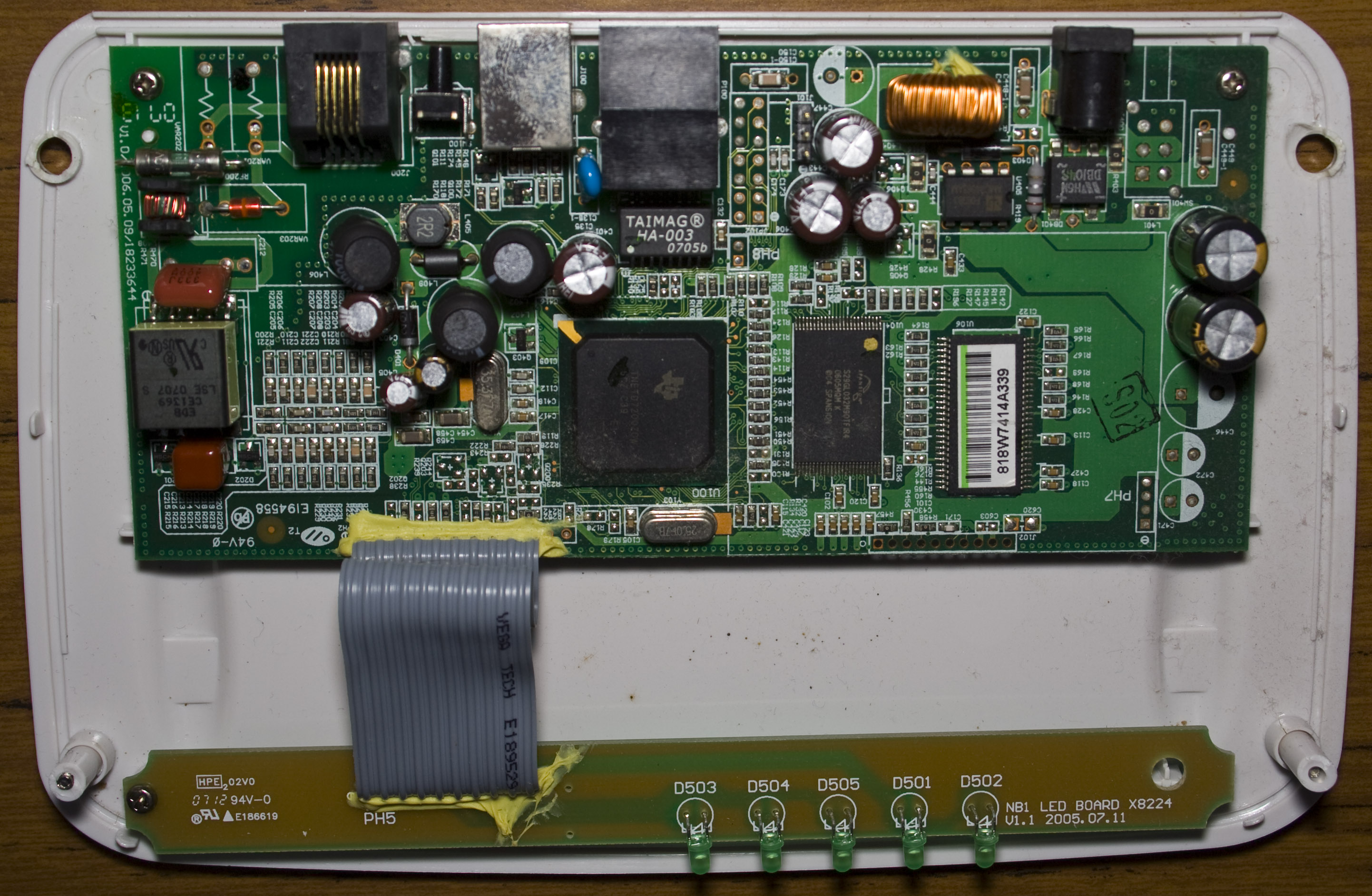 inside the netcomm nb5 rev2 adsl modem router insidegadgets. Black Bedroom Furniture Sets. Home Design Ideas