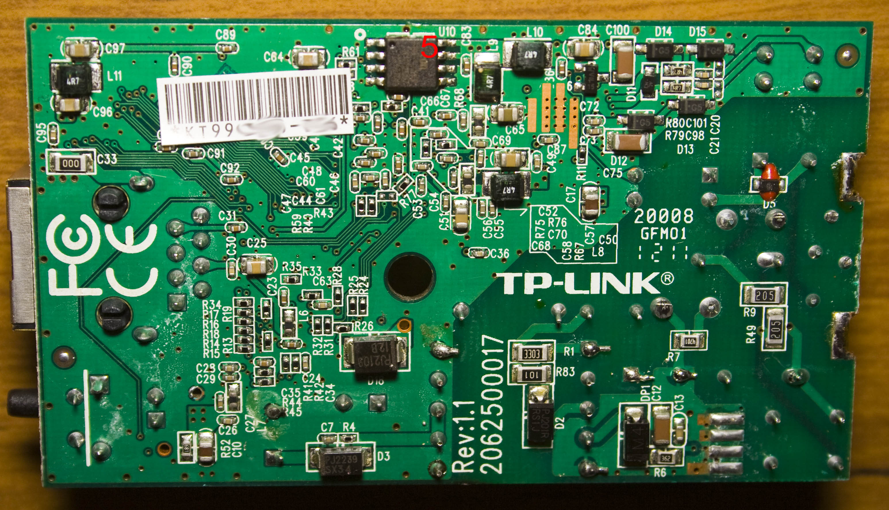 Inside The Tp Link 200mbps Mini Powerline Adapter Tl Pa211 Plus Tplink Diagram Weve Got Ac Inputs On Left Which Are Soldered To Tabs After Unsoldering Them Board Pops Out There A Few Heatpads Top Cover